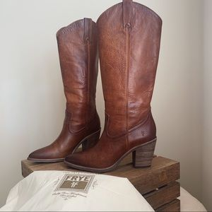 Never Worn Frye Faye Pull on Boots